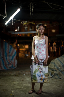 11quynh-with-shopping-bag