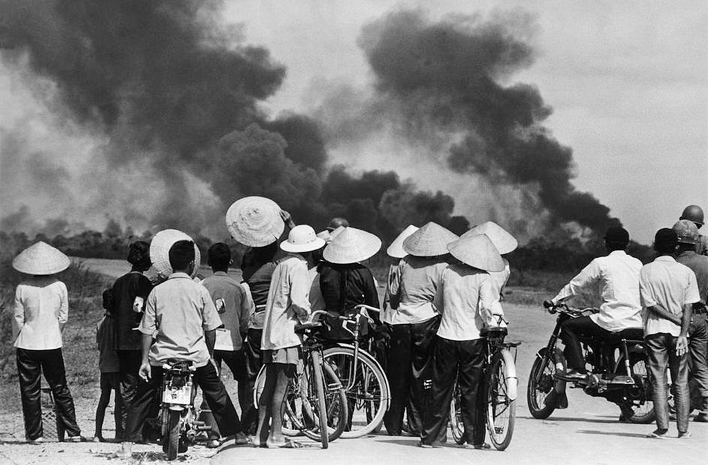 the controversy surrounding the vietnam war in the history of us The vietnam war was an extremely long conflict, lasting from the sending of a group of advisors on november 1, 1955 to the fall of saigon on april 30, 1975 as time progressed it caused more and more controversy in the united states one of the first things to realize about the war is that it was a progressive thing.