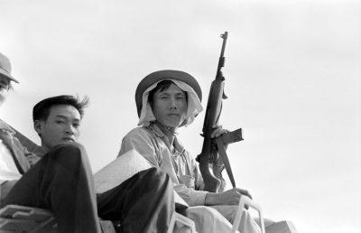 Photo: Roland-Pierre Paringaux Archives Agence France-Presse Des soldats nord-vietnamiens sur un char d'assaut à Da Nang, au mois d'avril 1975, alors que la ville est assiégée par le Vietcong.
